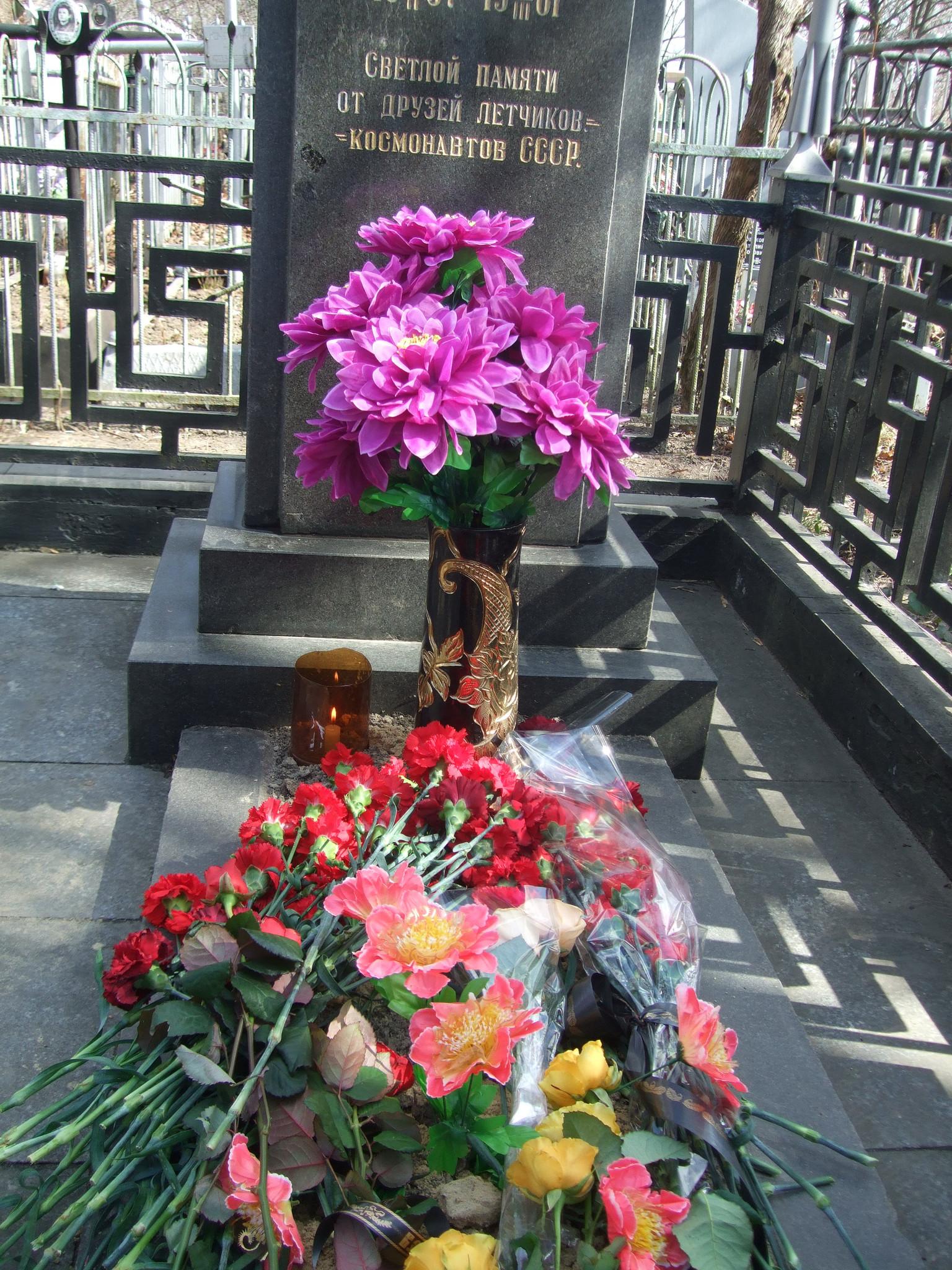 На могиле Бондаренко В.В.